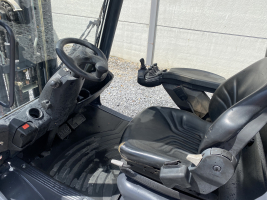 Linde H25D (257) heftruck diesel - free lift triplex
