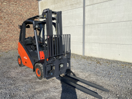 Linde H25T (239) heftruck op LPG - triplex 2,5 ton