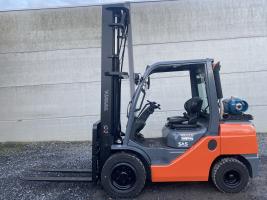 Toyota 02-8FGJF35 (244) heftruck LPG triplex 3,5 ton