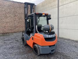 Toyota 02-8FGJF35 (246) heftruck LPG triplex 3,5 ton