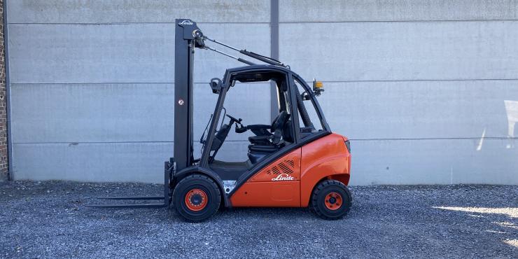 Linde H30D-01 heftruck triplex diesel 3 ton (239)