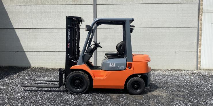 Toyota 02-7FDF25 (241) heftruck diesel triplex