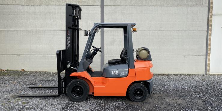 Toyota 42-7FGF25 heftruck 2,5 TON  op LPG (251)